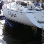 Calypso drijft weer in het water!